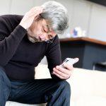 高齢者がスマホを使えない理由とは? 活用するための対策も紹介