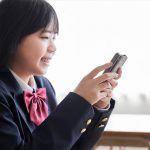 中学生に持たせるスマホはiPhoneかそれともAndroidがいいかメリットデメリットを解説